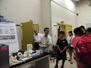 高岡会場だけ、工業技術センターの見学会がありました。3Dプリンターで作ったものを見せていただきました。