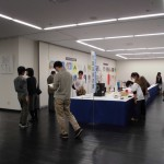 展示場内はくふう展(児童・生徒)と絵画展の展示です